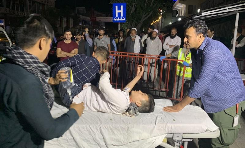傷患被送往醫院。(歐新社)