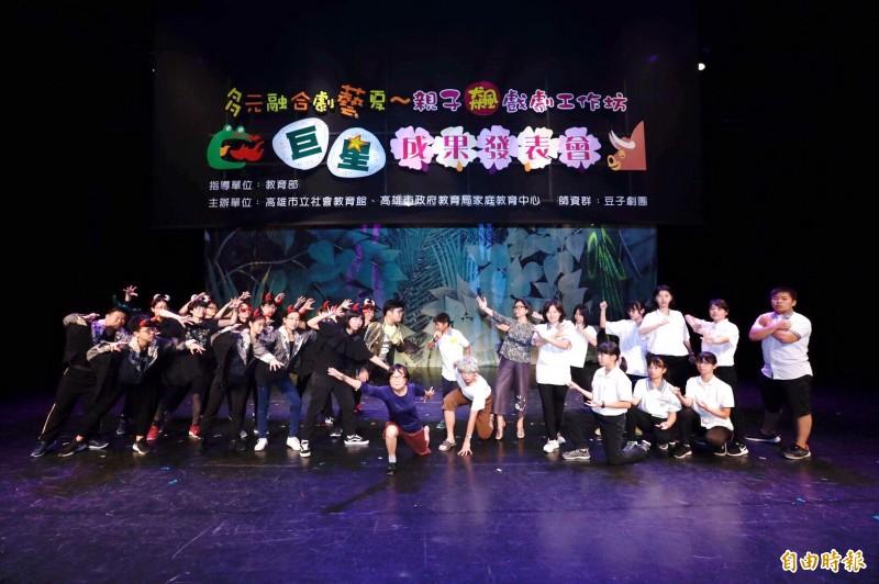 中學生與阿公阿嬤同台飆戲 上千觀眾喊安可