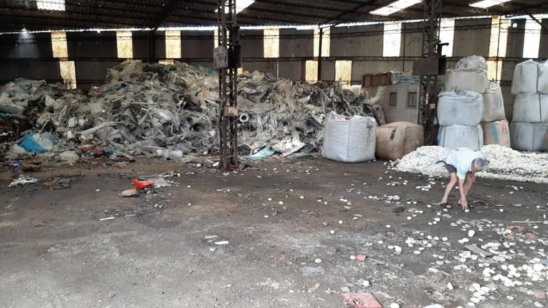 「環保蟑螂」租廠房棄置數百噸事業廢棄物 屋主見狀嚇傻