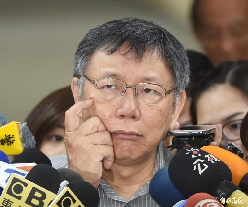 台北市長柯文哲19日接受電視專訪時,形容2020總統選舉將是「dirty(髒)」、「boring(無聊)」和「ridiculous(荒謬)」。(記者方賓照攝)