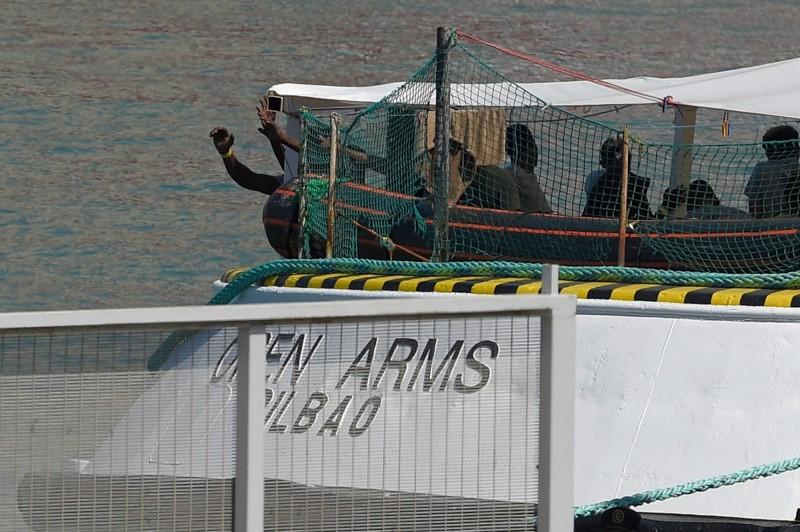 義大利拒收 西班牙救援船百名難民滯留地中海