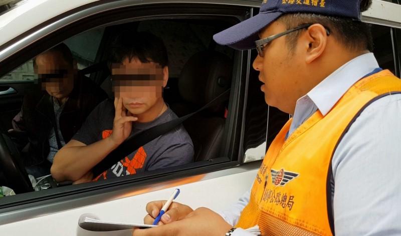 彰化監理站會同縣警局交通隊從5月起至8月上旬,共查獲5件以自用車輛攬客收費。(記者湯世名翻攝)