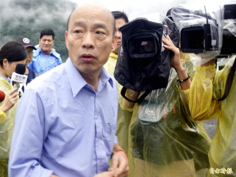 高雄市長韓國瑜宣稱自己的車輛被裝追蹤器。(記者黃佳琳攝)