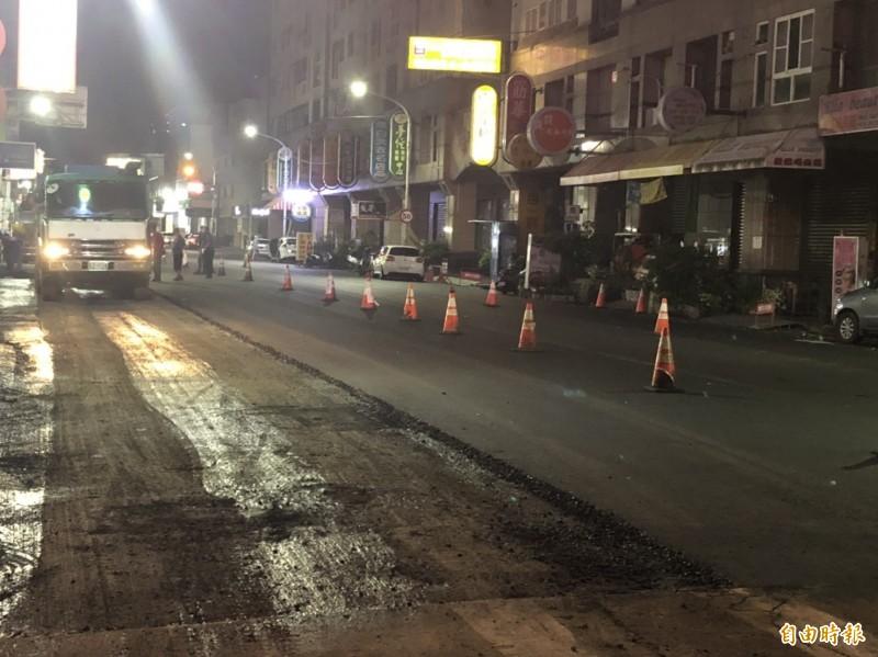 斗六市省道台1丁西平路夜間施工,噪音擾民。(記者詹士弘攝)