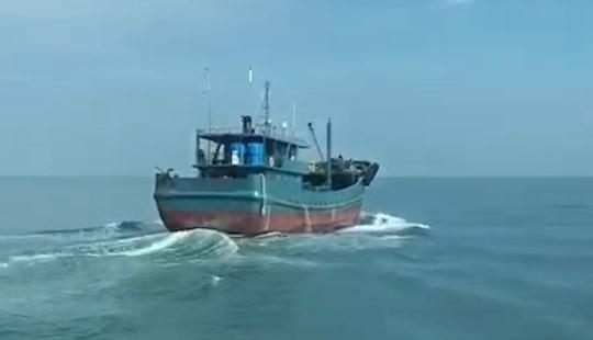 中國改裝油船非法越界 重罰150萬後驅離出境