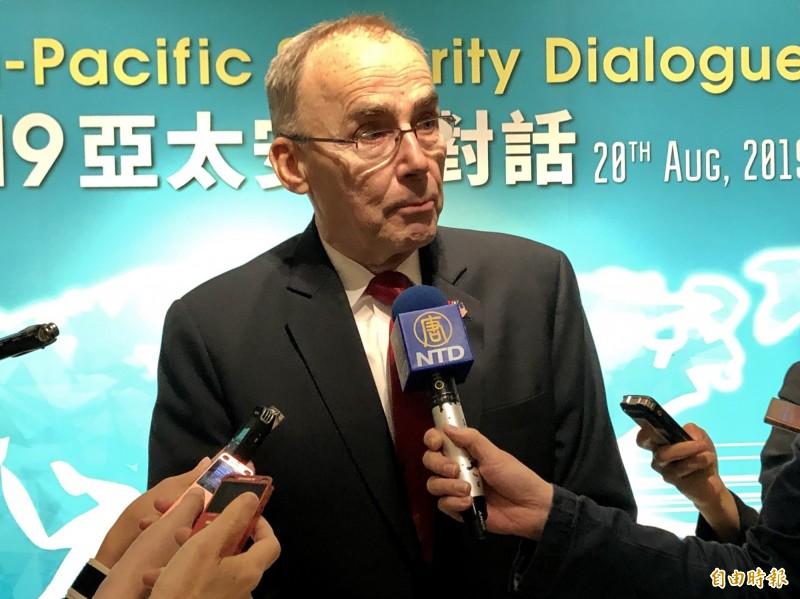 美國國防部前亞太助理部長葛瑞格森(Wallace C. Gregson)今天肯定近期的M1A2T戰車和F-16V戰機軍售案,將能提升台灣防衛能力,葛瑞格森同時強調,「台灣安全就是區域安全」。(記者呂伊萱攝)