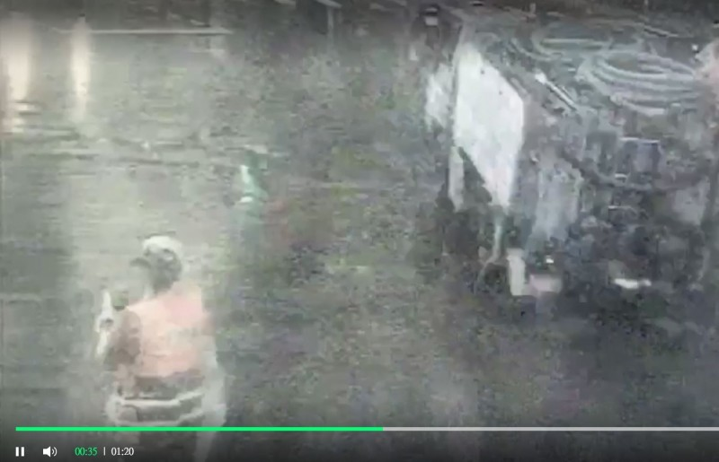 屁孩亮刀嗆女義交 遭警攔截丟包信號彈