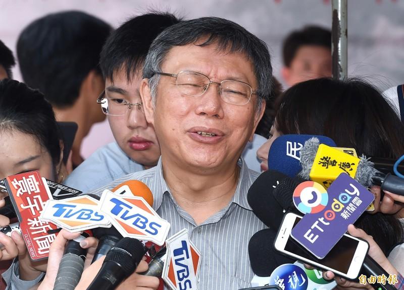 傳郭王期待上演「換柱2.0」,台北市長柯文哲並未正面回應,而是提及自己從2018年的選舉學到一課,即使是所謂的柯粉,也不是說拿一個旗子出來搖一搖就會百分百投票轉向。(記者廖振輝攝)