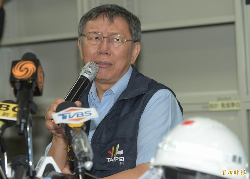 台北市長柯文哲(見圖)本月1日傳出將組黨後,臉書粉專開始有粉絲「退讚」,累計到20日下午粉絲減少了10萬人。(資料照)