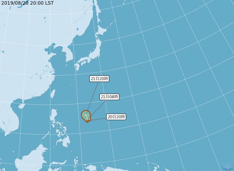 有部分模擬數據顯示,可能發展成白鹿颱風的熱帶性低氣壓,有往台灣靠近的可能性,而吳德榮強調,有待明、後天的觀察,路徑才會更加準確。(圖片擷取自中央氣象局)