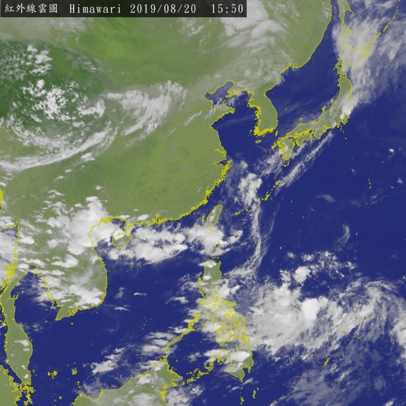 位於菲東海面的熱帶性低氣壓明有機會成為今年第11號颱風「白鹿」,週末有接近台灣的可能性。(中央氣象局)