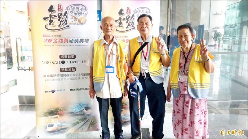 李春長(左起)、王孝敦、許陳配獲金路獎特殊貢獻獎。(記者鄭瑋奇攝)
