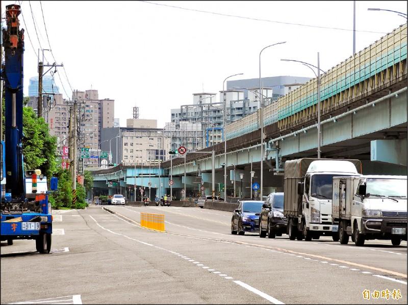台六十五線快速道路將增設浮洲北上、南下匝道,預計二○二二年完工。(記者賴筱桐攝)