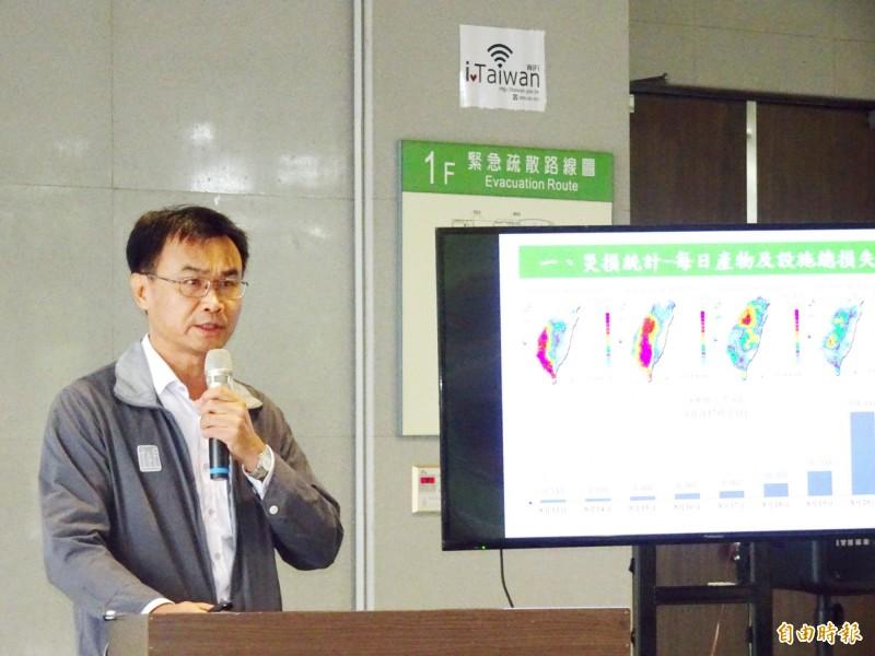 農委會主委陳吉仲宣布豪雨災後救助方案。(記者吳俊鋒攝)
