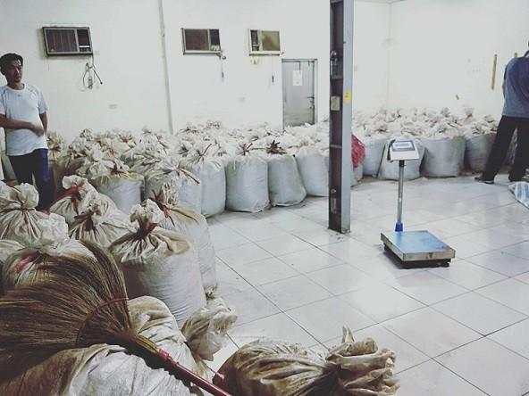 約11公噸菸絲可製成78萬包香菸。(記者洪定宏翻攝)