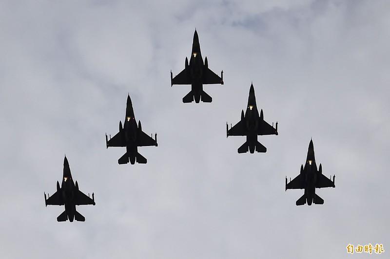《環球時報》對川普批准對台軍售F-16V表示,有可能對台採取軍事行動。圖為F16。(資料照)