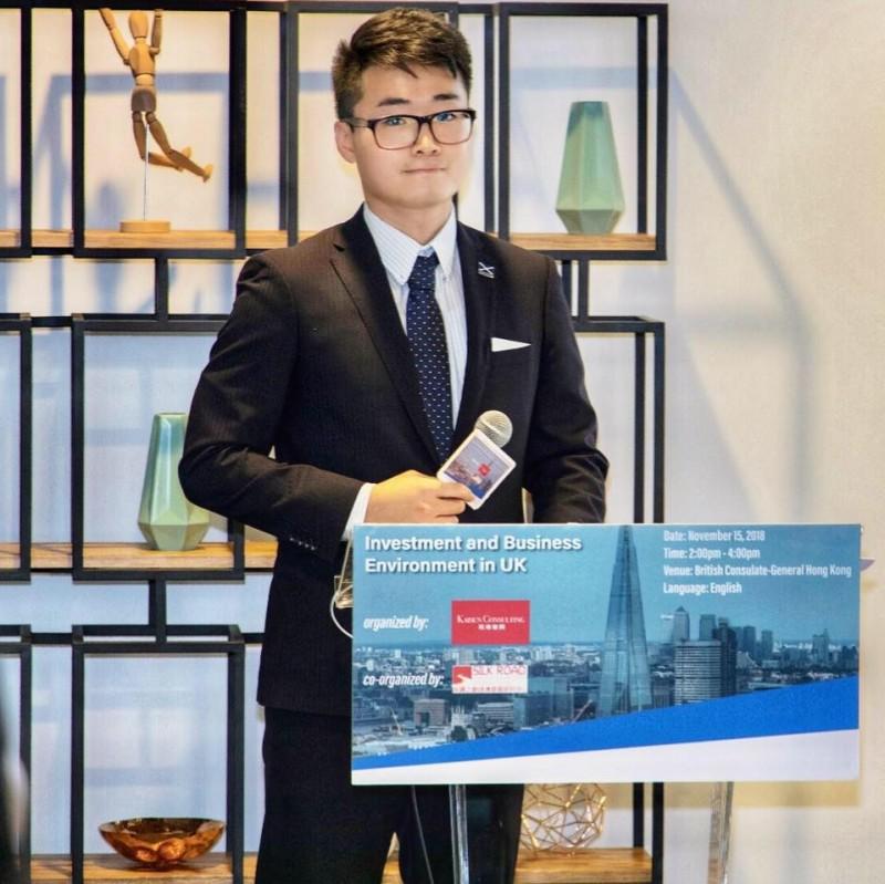 英國駐港總領事館職員香港人鄭文傑(Simon Cheng)返家途中遭中國「行政拘留」,至今音訊全無。英國外交部表達對這起事件的「強烈關注」。(圖擷取自臉書)
