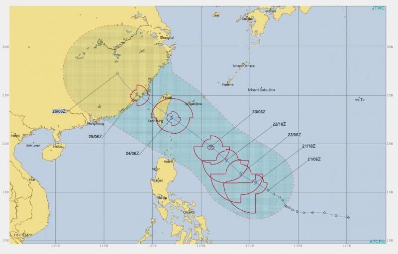 美軍預報顯示,颱風21日起逐漸朝台灣東方海面移動,預計24日會過境台灣。(圖擷取自JTWC)