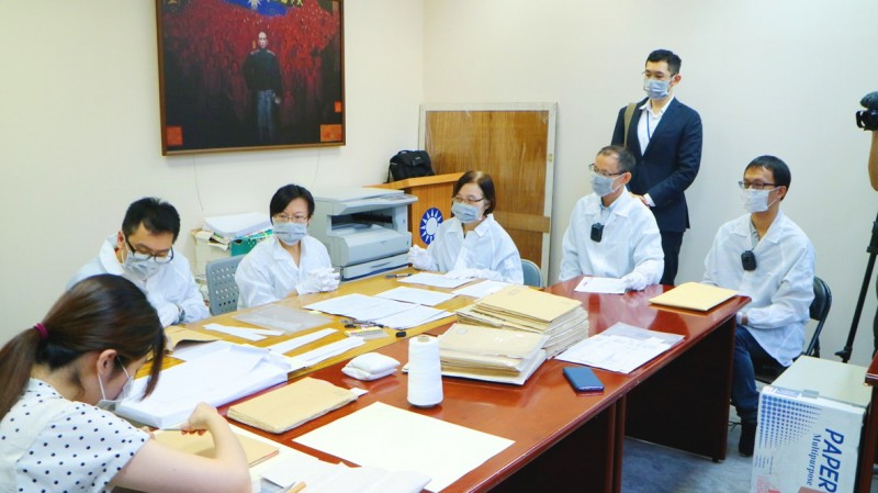 《TAIPEI TIMES》 Officials take KMT files on its 228 involvement