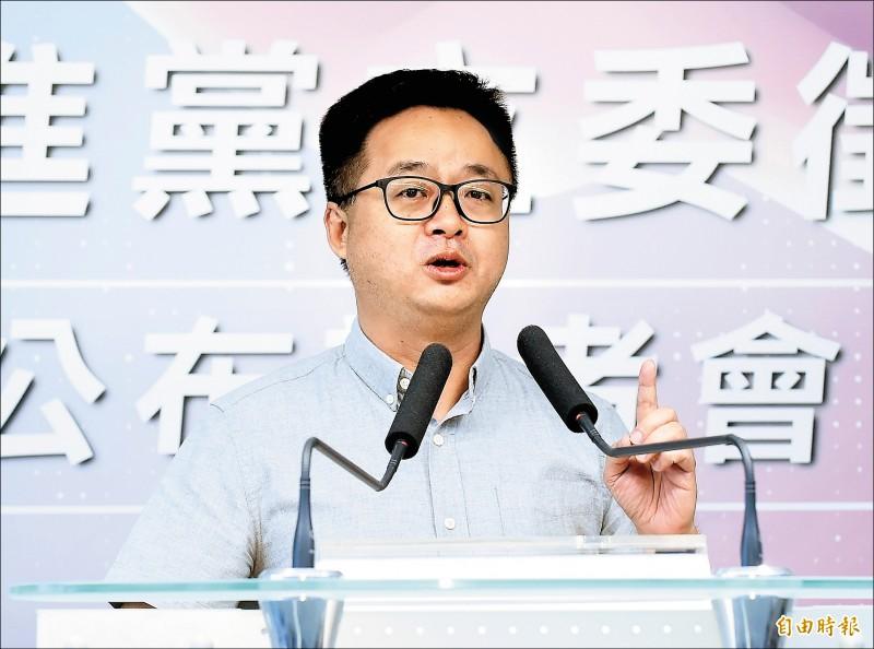 民進黨秘書長羅文嘉昨主持民進黨立委徵召提名公布記者會。(記者陳志曲攝)