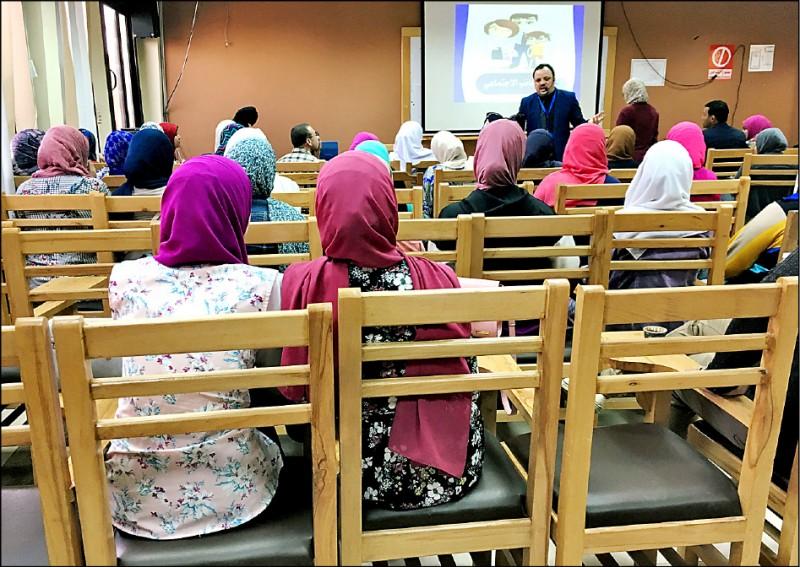 埃及試辦大學生「情愛課程」,盼改善離婚情況。(路透檔案照)