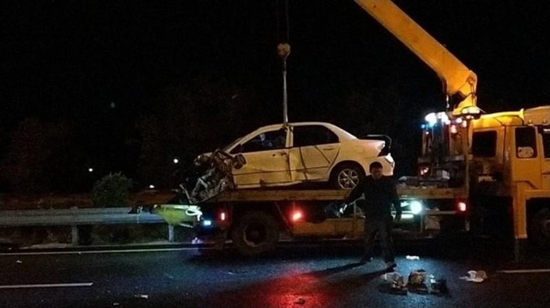 李姓男子無照上路,在暗夜天雨的國道上以時速143公里行駛,結果失控撞擊內側護欄後,又與他車發生碰撞,造成車上3名乘客死亡,其中包括1名3歲女童。(資料照,記者鄭名翔翻攝)