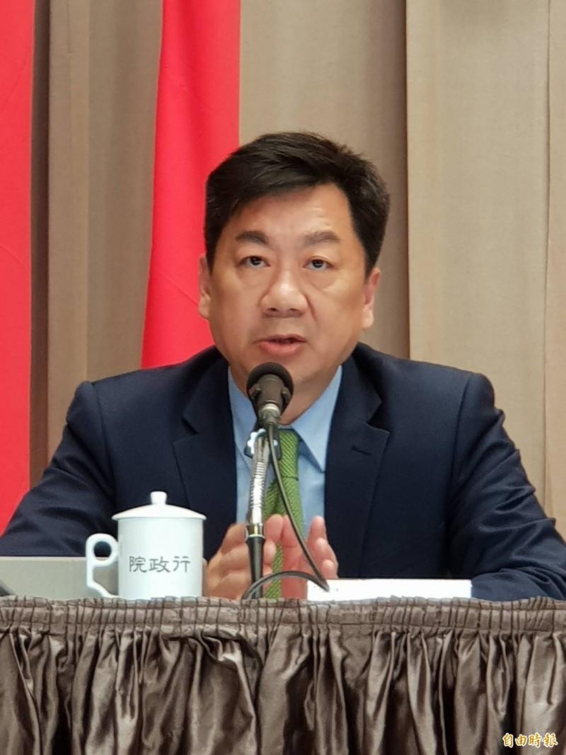 內政部次長陳宗彥表示,新式身分證下階段將結合綁定手機。(記者李欣芳攝)