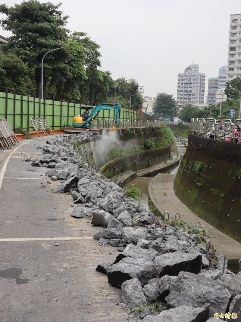 台中市北新路至遼寧路的柳川河段,目前正施工整治,將興建挑台及觀景台。(記者歐素美攝)