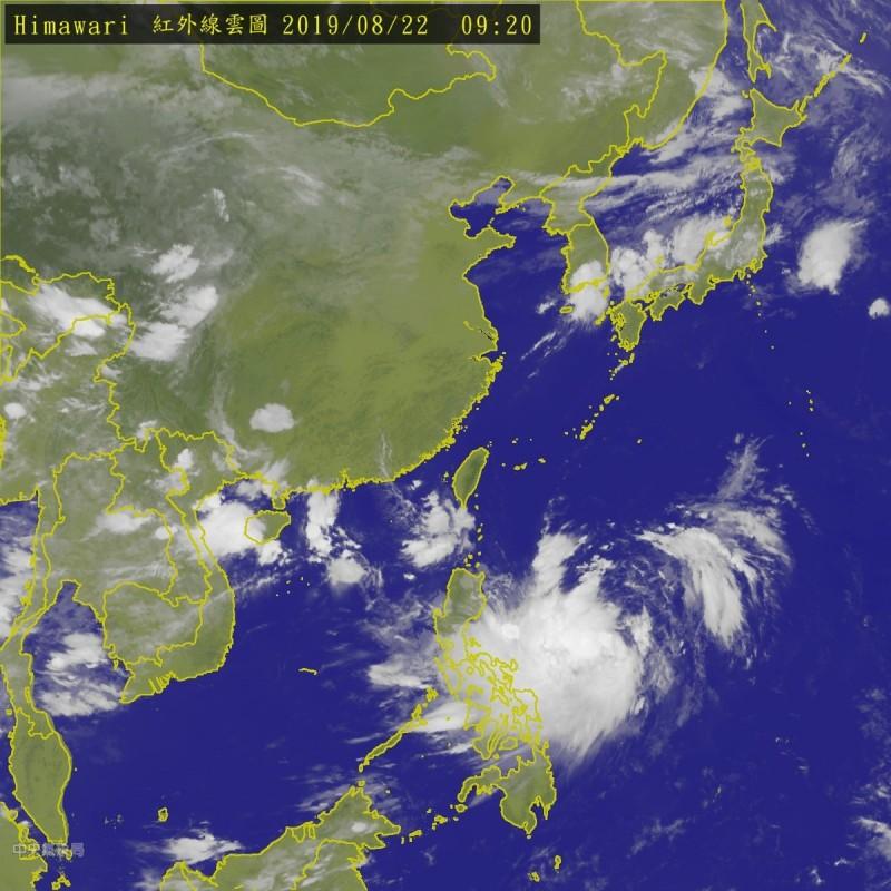彭啟明指出,颱風的結構還在整合發展中,西南側對流發展較為旺盛,東側則稍弱一些,就像是有點不均勻的陀螺。(中央氣象局)