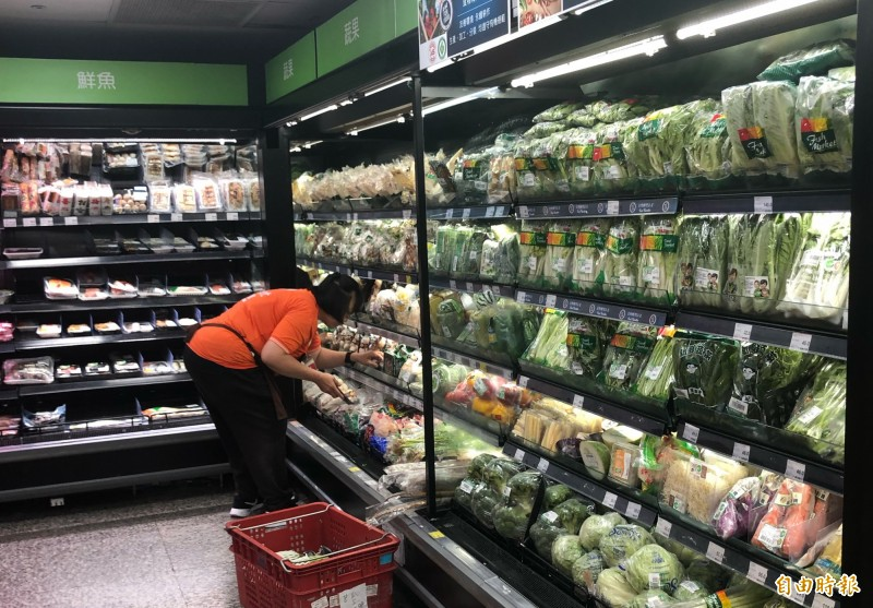 白鹿颱風逼近 賣場未見搶菜人潮