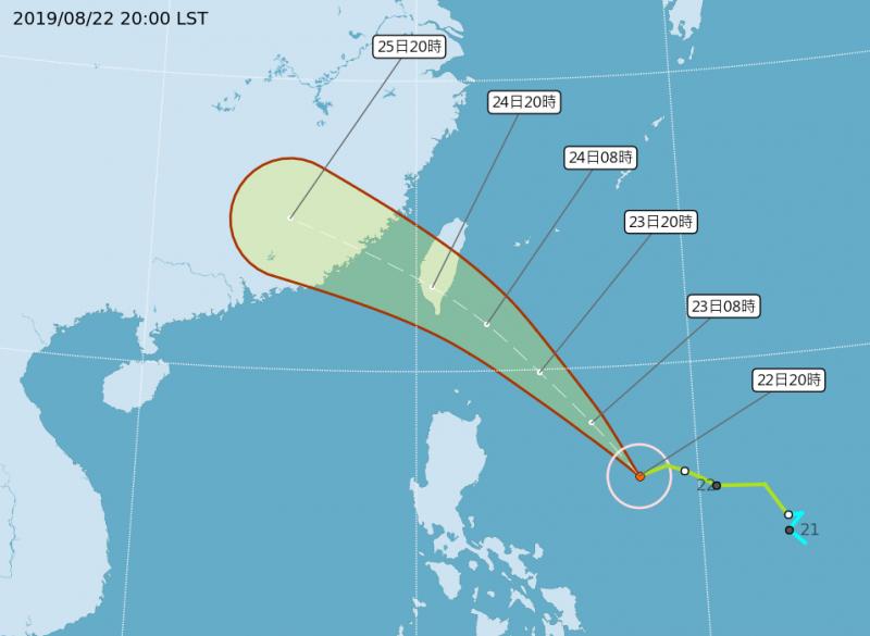 氣象局於22日晚上8點路徑潛勢預報將颱風路徑南修。(擷取自中央氣象局)