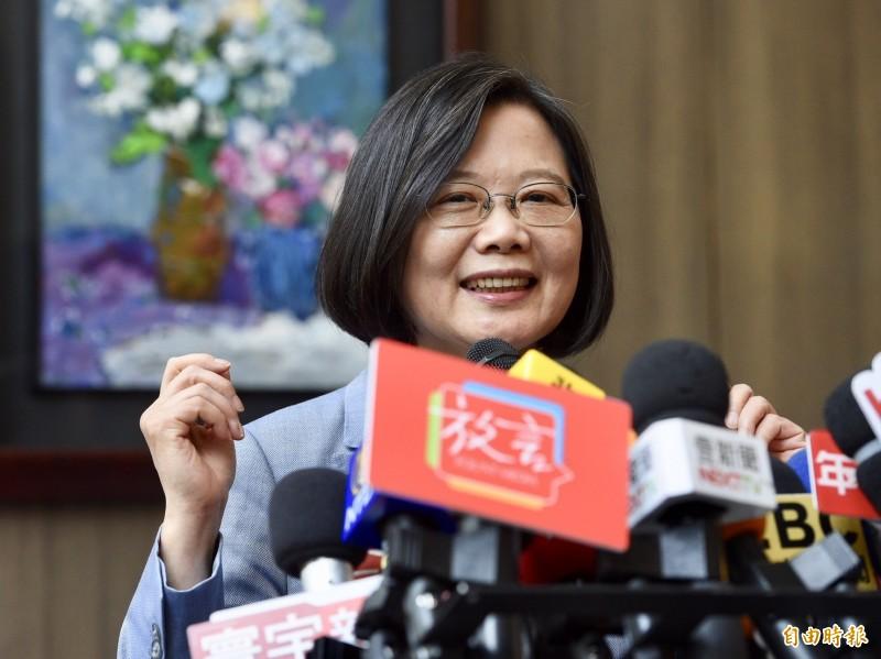 提到能源政策,蔡英文呼籲高雄市長韓國瑜要做功課、接地氣,不是外包給某個團隊就夠了。(記者羅沛德攝)