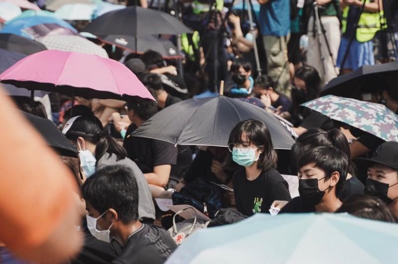 有中學生表示,「零用錢沒了以後可以賺回來,只是少買自己喜歡的東西還有沒有吃那麼得好而已,但香港沒了就没了。」(圖擷取自TG_香港眾志)