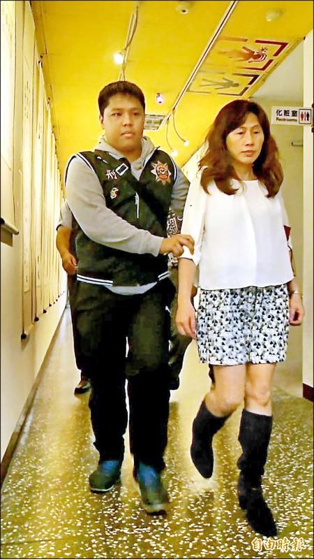 「台灣第一家」將副總經理陳鏡如(右)判刑二年確定。(記者余衡攝)