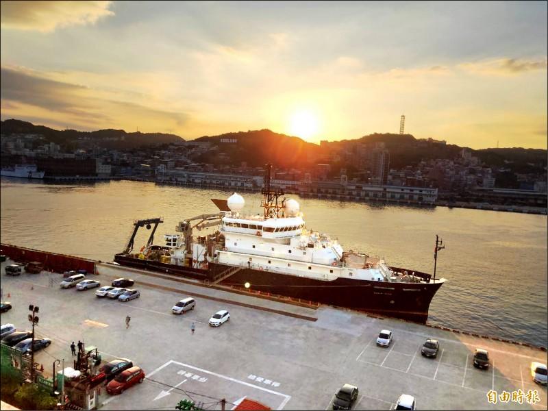 美國海軍科學研究利.萊德號,昨天首度靠泊基隆港。(記者林欣漢攝)