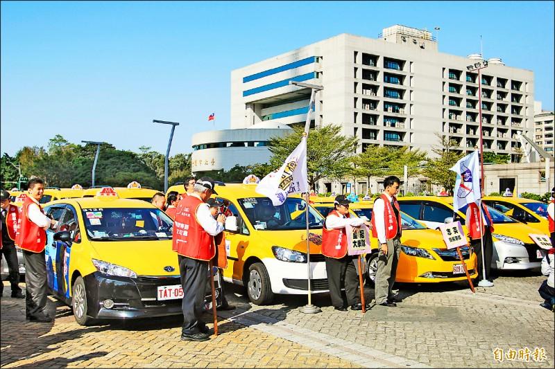 計程車汰舊換新補助數量擬加碼,並放寬車齡限制。(資料照,記者鄭瑋奇攝)