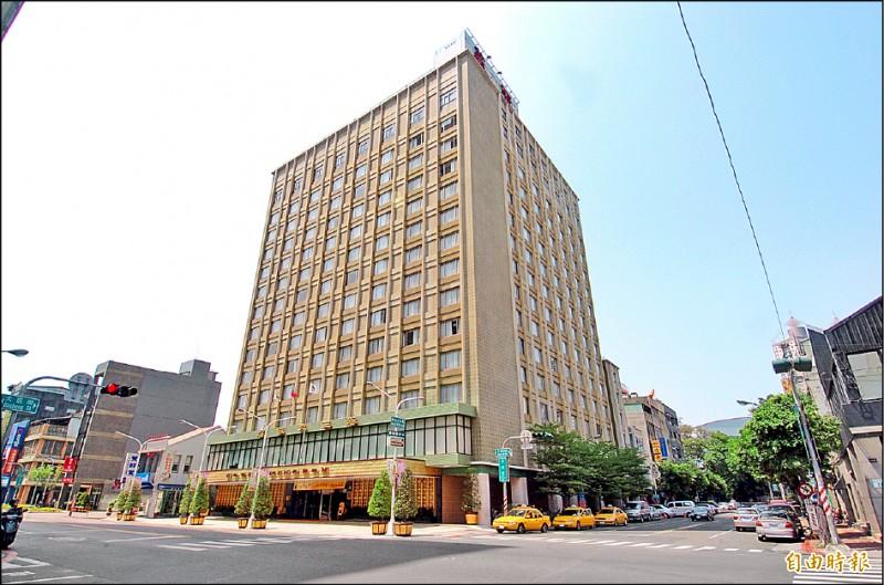 華王大飯店擬自十一月起停止營業。(記者張忠義攝)