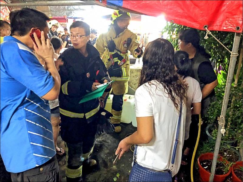 民雄瓦斯行氣爆,3大人4小孩燒燙傷,現場非常混亂。(記者王善嬿翻攝)