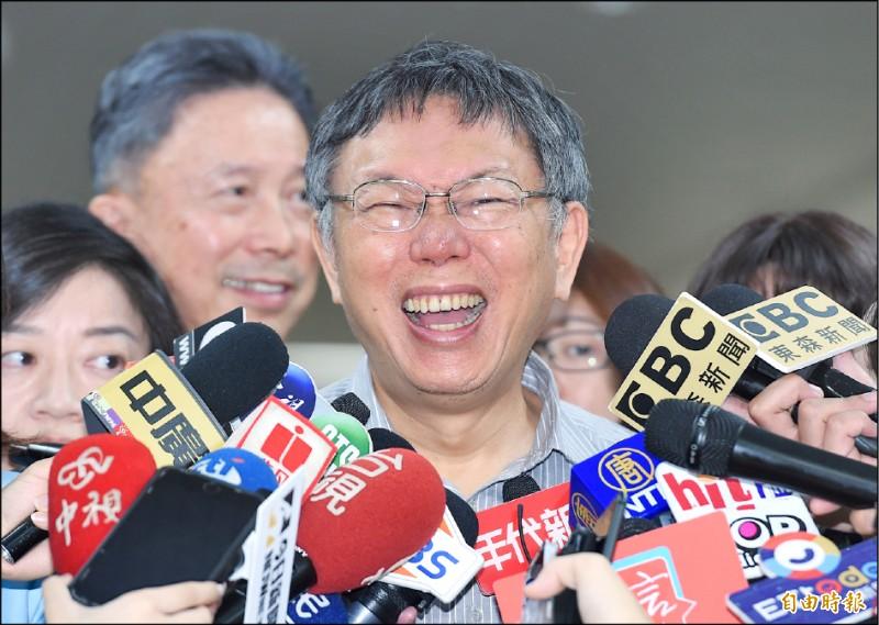 台北市長柯文哲昨於媒體聯訪時,針對國民黨總統參選人韓國瑜提出「人民同意,安全無憂」重啟核四的條件說,又嘆息又噗笑地直指為「廢話」。(記者廖振輝攝)