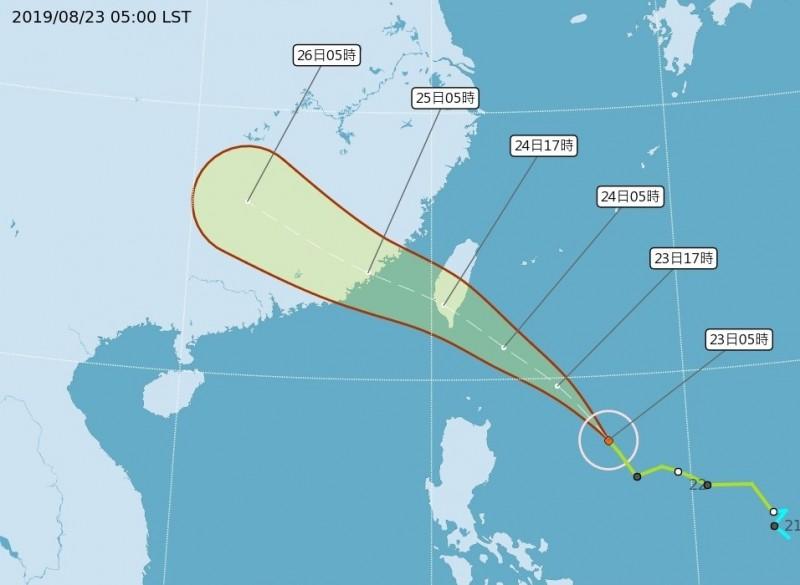 白鹿颱風步步進逼。(取自氣象局網站)