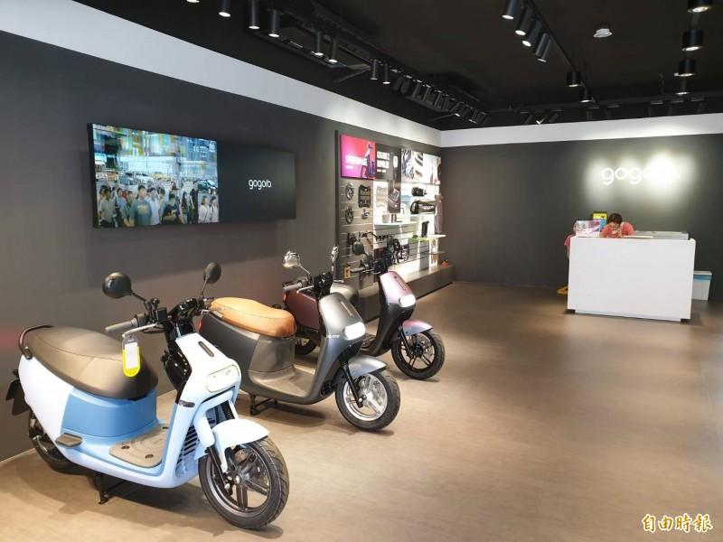 電動機車大廠gogoro在嘉義縣的第一家門市設立於朴子市,正進行試營運。(記者林宜樟攝)