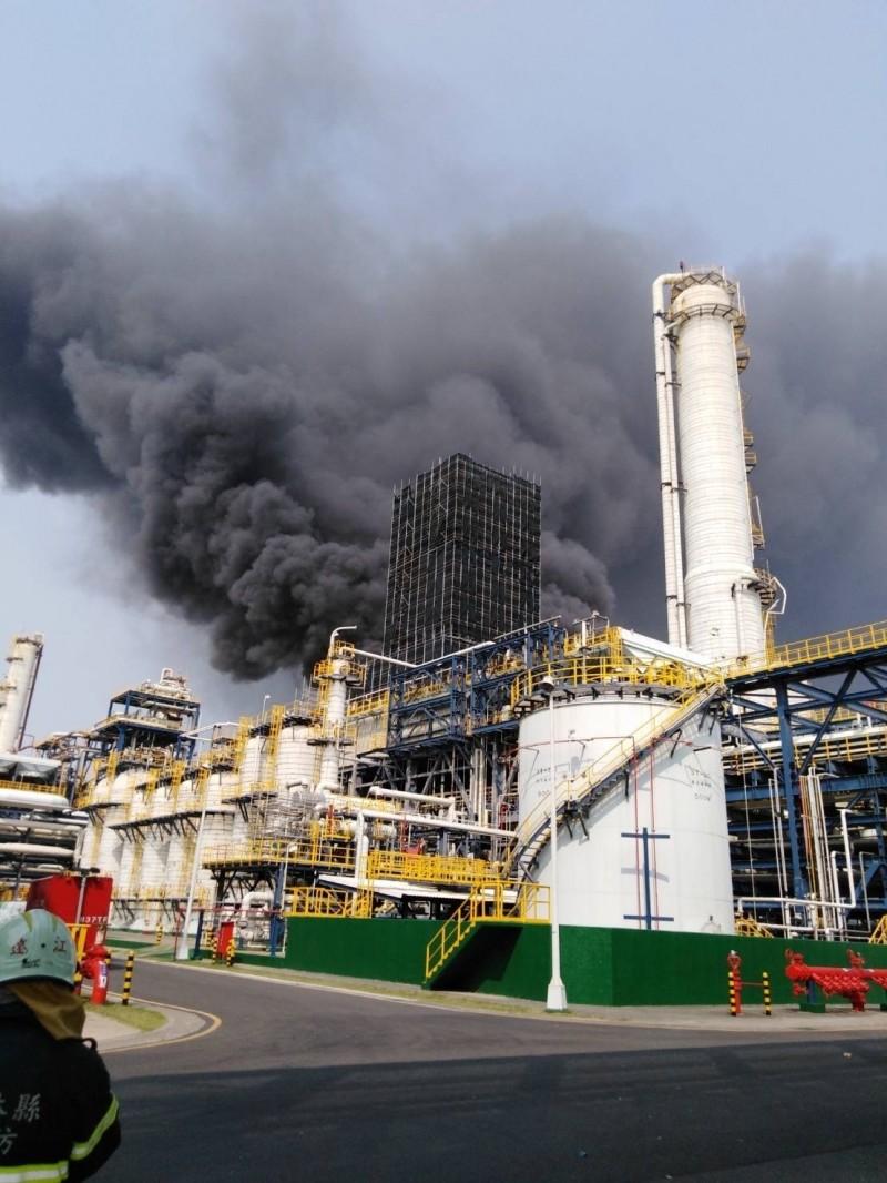 麥寮六輕廠區今年4月7日發生重大氣爆事故的台灣化學纖維公司芳香烴三廠。(記者廖淑玲翻攝)