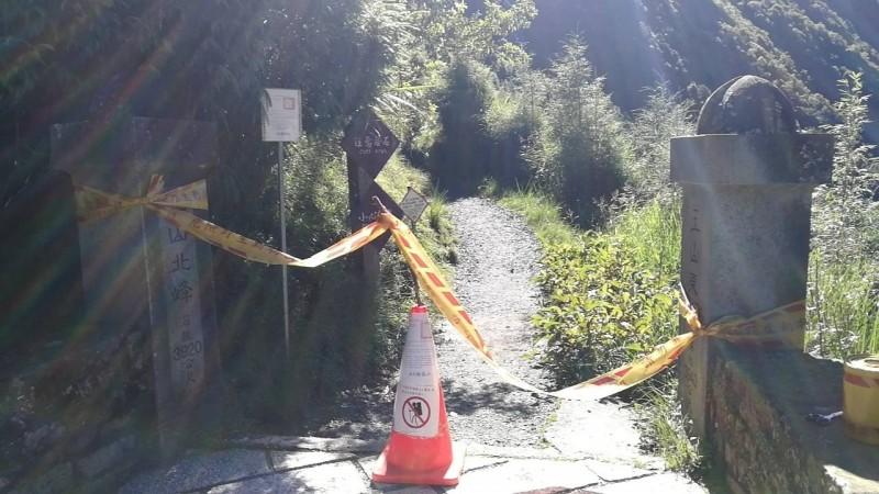 白鹿颱風來襲,玉山在颱風海警發布後,就隨即封閉登山口,管制人員上山。(記者劉濱銓翻攝)