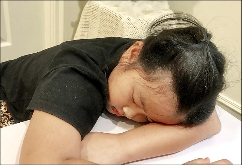 學齡孩童睡午覺以30至60分鐘為宜;圖為情境照,圖中人物與本文無關。 (照片提供/柯俊銘)