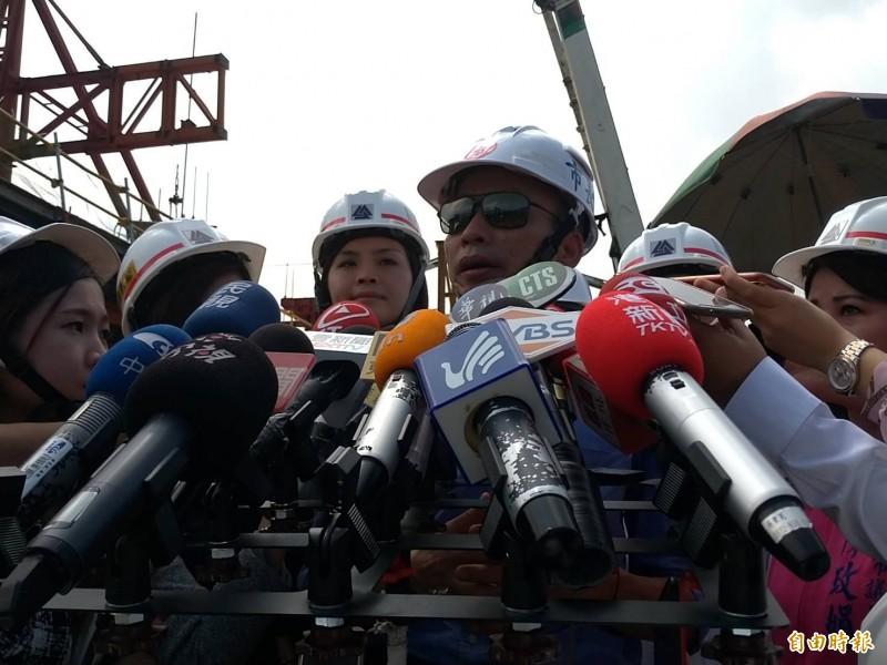 國民黨總統參選人、高雄市長韓國瑜原訂25日到台中展開競選行程,遇上颱風「白鹿」將侵襲台灣,今天宣佈取消。(記者王榮祥攝)