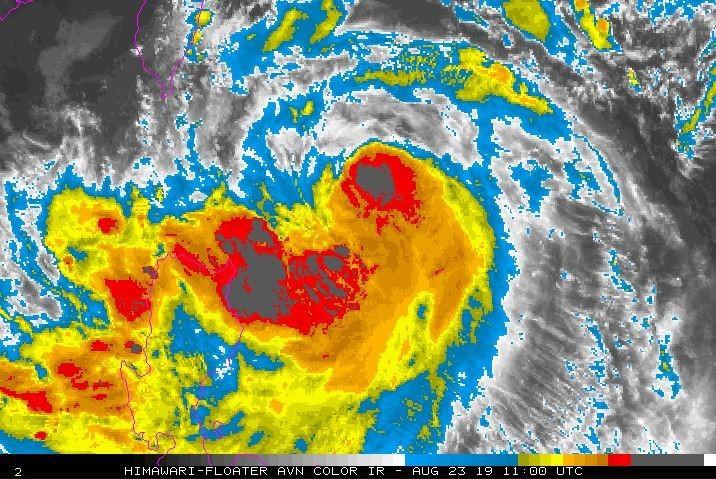 彭啟明指出,白鹿颱風強度接近中颱等級,明天下午風雨最大。(圖擷取自NOAA)