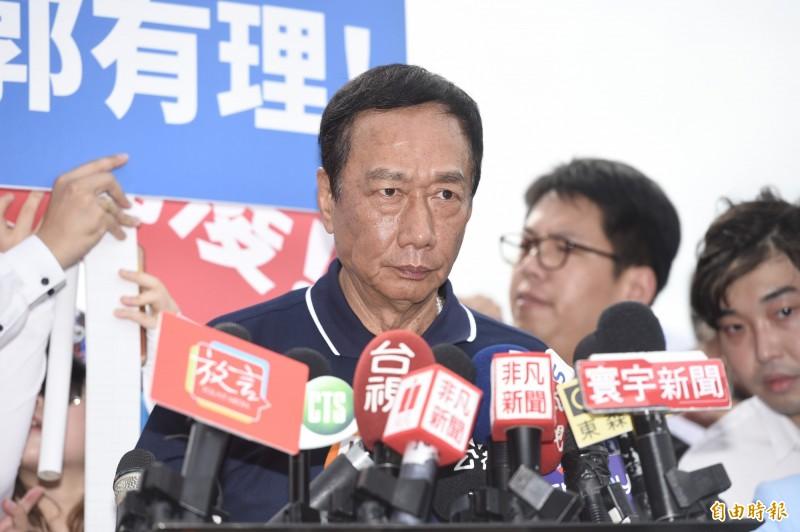 有消息傳聞,郭台銘近日考量「報備參選」,與韓國瑜一併留在國民黨參選總統,交由選民做出最後選擇。(資料照)