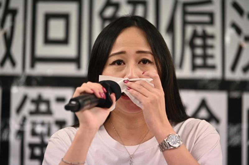 施安娜說,她明白公司面對中國民航局的壓力,但不知道公司還要退到什麼地步,只希望自己是最後一個被解僱的員工。(法新社)