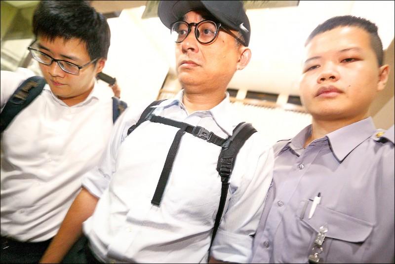國安特勤私菸案北檢昨天偵結,華航前副總邱彰信(中)被起訴。(資料照)