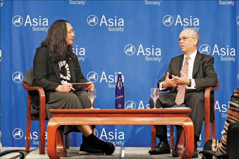 去年聯合國大會期間,政委唐鳳以「台灣數位閣員」身分在亞洲協會發表演講,並和美國前亞太助理國務卿羅素(Daniel Russel,圖右)對談,回響不錯。(中央社資料照)